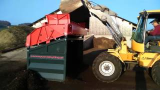 LS28 Kompost sieben / Screening of Compost