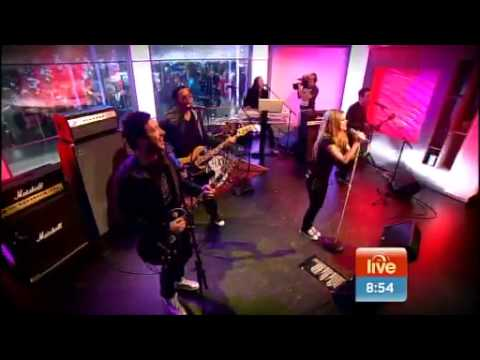 Avril Lavigne - Girlfriend Live Sunrise 2011