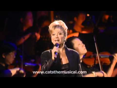 Elaine Paige performs 'Memory' from Cats - Live HD performance