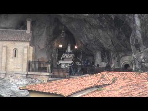 PLACE La Cueva de la Virgen de Covadonga tumba del rey Pelayo