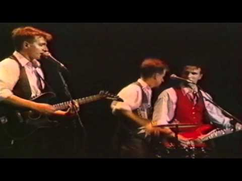 Crowded house sister madly 1988 (video)