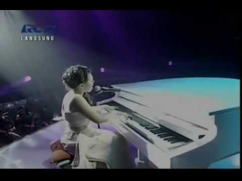 Rumor -  Butiran Debu - Sean Cover Live @ Indonesian Idol 2012 [HQ]