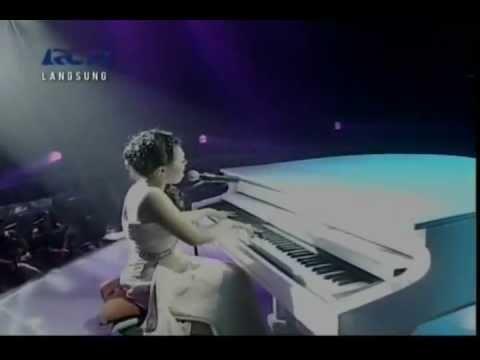 Rumor -  Butiran Debu - Sean Cover Live @ Indonesian Idol 2012 [HQ]