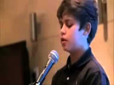 فيديو: طفل روسي لا يتحدث العربية يقلد الشيخ السديس بصوت رائع جداااا