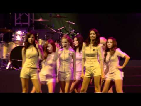 [HD] Girls' Generation (SNSD) Twin Tower @ Live 2012 MALAYSIA
