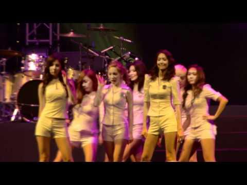 [HD] Girls' Generation (SNSD) Twin Tower @ Live 2012 MALAYSIA