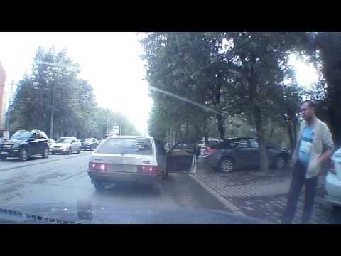 Дорожные разборки в Екатеринбурге (с 0:55)