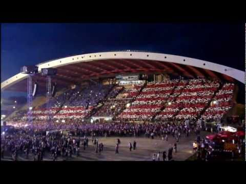 Bon Jovi UDINE / We Weren't Born To Follow Live% - US and Italian Flags (Open Air Tour 2011)