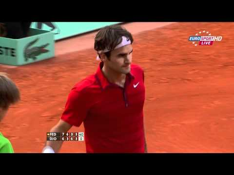Roger Federer vs Novak Djokovic - Semi Finals Roland Garros 2011 - Defense Backhand Winner [HD]
