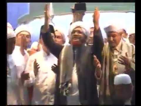 Qasidah Majelis Rasulullah bersama Al musnid al Habib umar bin hafidh (monas 07.05.2012)