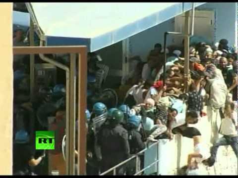 Dramatic Video: EU cops violent with immigrants