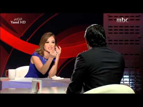 فيديو :  فتاة تقتحم الاستديو وتقبّل هاني سلامة على الهواء