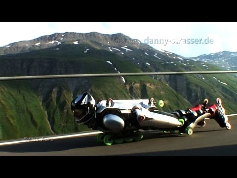 Downhill extreme: Rollerman overtaking motocycle!