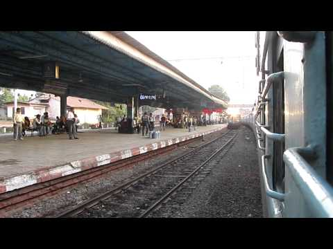 INDIAN RAILWAYS: 12290 Nagpur Duronto with WCAM-2P overtakes Shirdi - Dadar Superfast!!