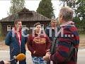 Фрагмент с середины видео Хозяева дома, сквозь который проложили асфальтовую дорогу объявили забастовку