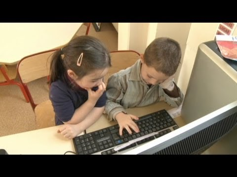 euronews hi-tech - France's tweeting toddlers
