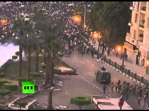 Cairo clashes video: Egypt riot cops fire tear gas, rubber bullets