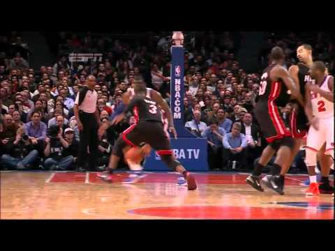Dwyane Wade crossover and dunk on Amare Stoudamire vs Knicks