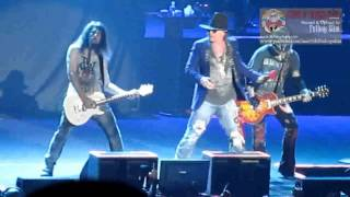 Guns N Roses iringi irama lagu indonesia raya. Banyak air mata yg mengalir dari para penonton karna terpukau dengan petikan sang gitaris Ron Bumblefoot Thou. Mereka suguhkan luar biasa. Artinya, mereka menghormati negara kita.. wooowww.