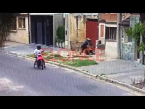 En 11 segundos, delincuentes en moto asaltaron a una mujer en Paraná