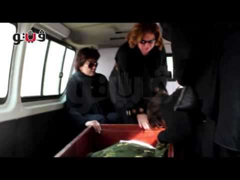فيديو : شاهد دموع النجوم في وداع معالي زايد.. وشيرين وسماح انور تصران على نزول قبرها
