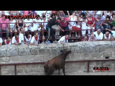 Carcastillo fiestas 4-8-2013 Vacas en la plaza con recortadores