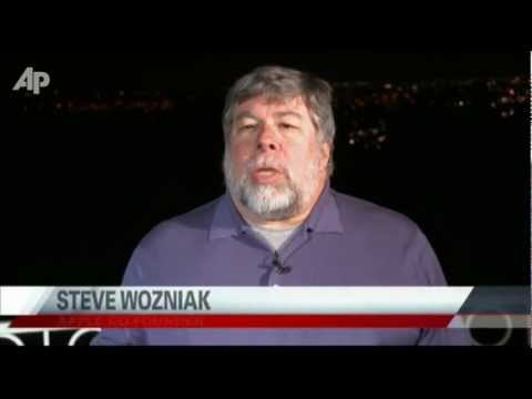 Wozniak Tearfully Remembers His Friend Steve