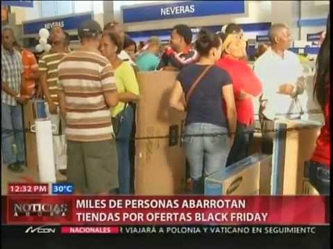 Miles de personas abarrotan tiendas por ofertas de Black Friday