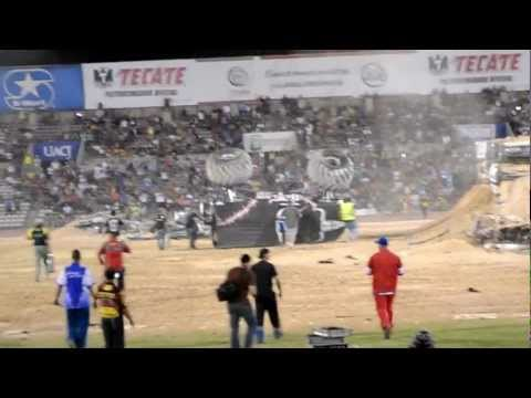 BACKFLIP MONSTER TRUCK SHOWDOWN JUAREZ 2012