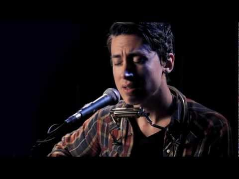"Noah Gundersen performs ""Cigarettes"""