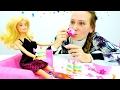 Барби готовит тортик. #куклы, пластилин #ПЛЕЙДО и игры готовить. Мамы и Дочки