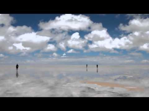 【ボリビアのウユニ塩湖】 全面鏡の世界からお届け~♪