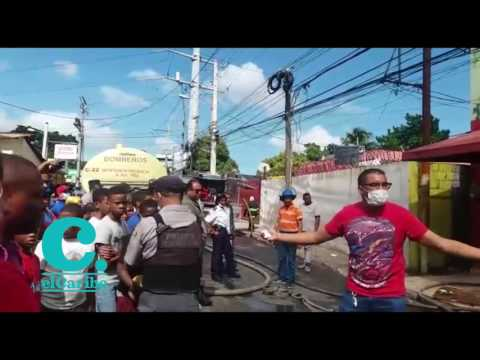Un fuego se registró este lunes en la tienda Baratilandia de la carretera Engombe, en Herrera, Santo Domingo Oeste, sin que se registraran heridos. El personal del establecimiento fue evacuado antes de que comenzara a propagarse el fuego.