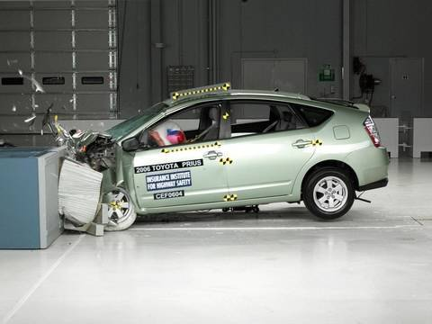 2006 Toyota Prius frontal offset test