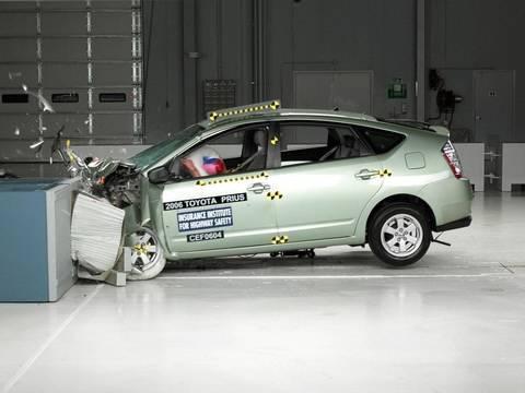 2006 Toyota Prius frontal offset test