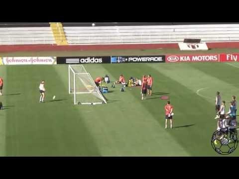 فيديو: مهارات لاعبي فرنسا في إحراز هدف من وراء المرمى