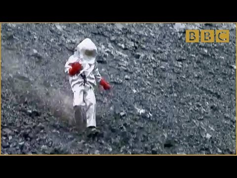 Scientist gets too close to lava lake! - Richard Hammond-s Journey to the Centre of the Planet - BBC