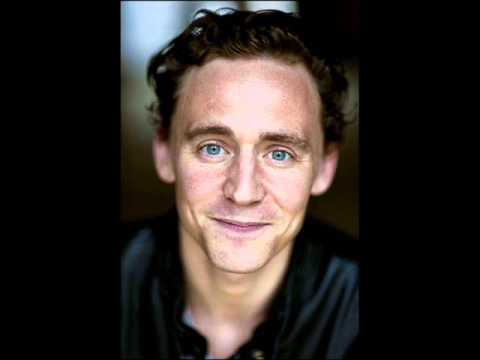 The Red Necklace - Read by Tom Hiddleston - CD 2 Track 1