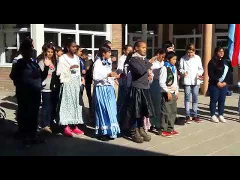 El Himno Nacional en Lengua de Señas durante un acto por el 25 de Mayo