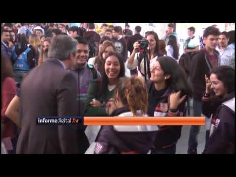 <b>Estudiantes.</b> Bahl y Mayda Cresto juntos en la Feria de Carreras