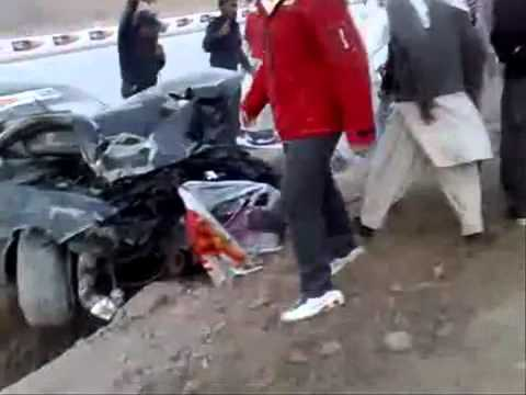 CAR RACING DANGEROUS ACCIDENT IN KARACHI (PAKISTAN)