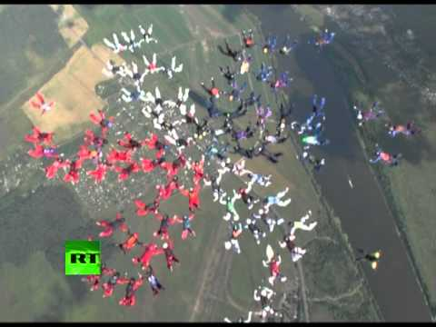 Free Falling Flower 88 woman skydiving formation record