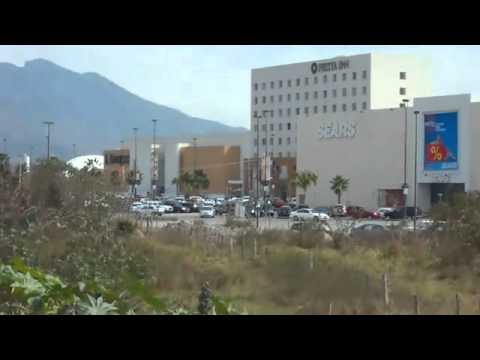 Jóvenes graban atentado en Plaza Fórum Tepic