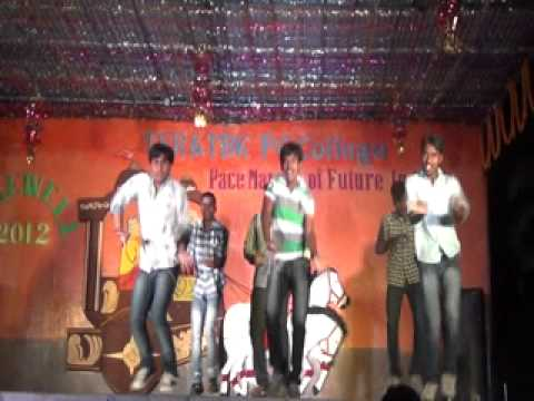 TSR PG college students dance for nuvva nena movie song( BlackBerry phone le)