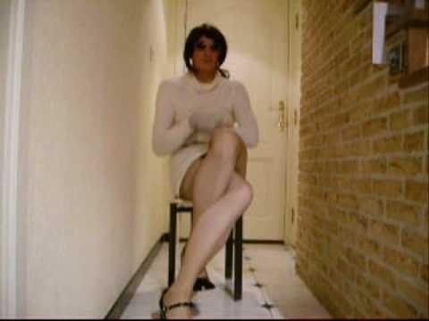 xdresser drouble crossed legs