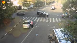 Счастливое спасение велосипедиста стало хитом YouTube