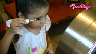 Mi sobrina se maquilla