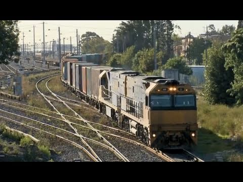 Pacific National Freight Train arrives in Melbourne - Australian railroads and trains