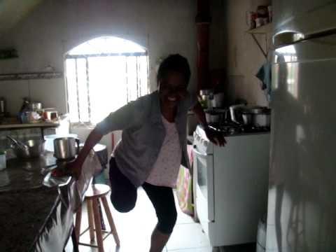 mulher  teve a  perna amputada e dança malha funk