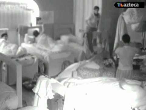 """Paco y Gil """"jugando"""" en la cama (Academia 2011)"""